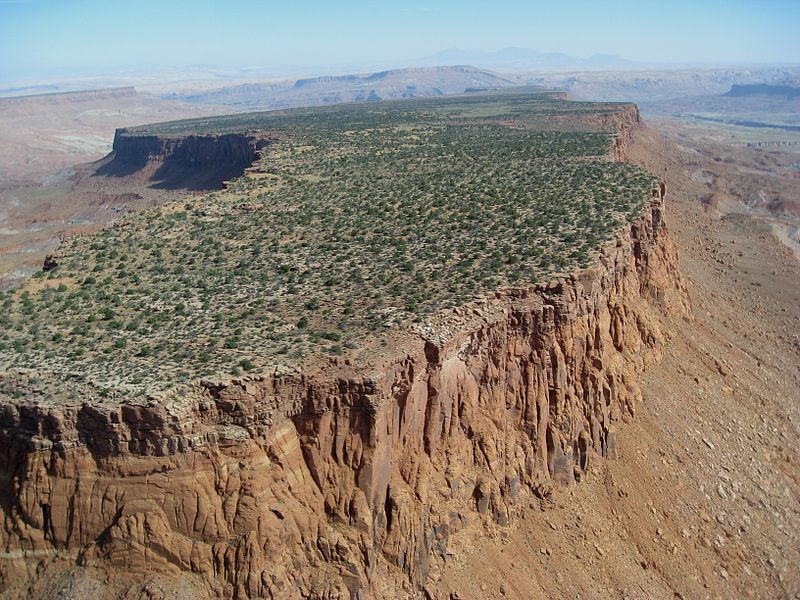 Difference-Between-Mountain-and-Plateau-image-2.jpg.2b335e460d91d872c83c85308487bc31.jpg
